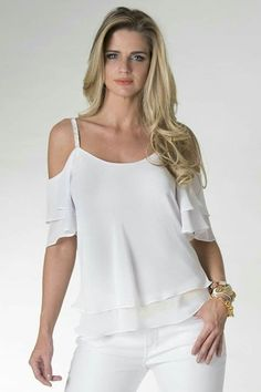 Es para compartir White Fashion, Look Fashion, Fashion Outfits, Womens Fashion, Fashion Trends, Blouse Dress, Long Blouse, Sewing Blouses, Fashion Corner