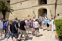 Ecco a voi una raccolta di opinioni su Taranto tratti dalla nota guida turistica Paesi on line: voto complessivo 7,6/10 e molti suggerimenti per migliorare Scopri di più: http://www.madeintaranto.org/opinioni-su-taranto-cosa-pensano-turisti-citta/  #Madeintaranto #Madeinitaly #Taranto #Puglia #Italy #MagnaGrecia #Salento #Weareinpuglia