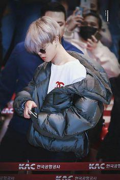 V Bts Cute, Park Jimin Cute, Mochi, Bts Selca, Bts Airport, Jimin Hot, Park Ji Min, Foto Jimin, Jimin Wallpaper