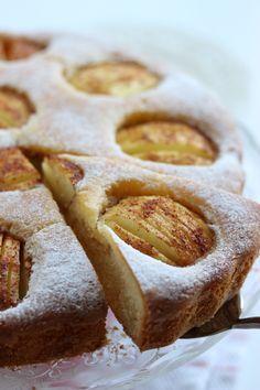 Als je nog wat appels in je fruitmand hebt liggen, dan kun je deze gebruiken voor het recept van deze lekkere appelcake die ik met je ga delen. Ik ben dol op alle soorten cake waar iets van fruit i… Apple Recipes, Sweet Recipes, Baking Recipes, Cake Recipes, Sweet Desserts, Just Desserts, Rainbow Food, Brownie Cake, Pastry Cake