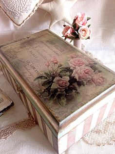 Decorated MDF Box: Learn How to Paint, See Techniques Models - - Decoupage Vintage, Decoupage Suitcase, Decoupage Plates, Decoupage Furniture, Vintage Crafts, Paint Furniture, Furniture Makeover, Decoupage Ideas, Furniture Ideas