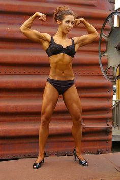 femininity_and_muscles_9_by_candhphotography.jpg (2000×3008)