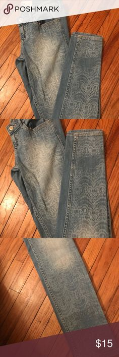 Hollister Jeans In very good condition  Decorations on the front simple from the back  Width 26 length 31 Hollister Jeans Skinny