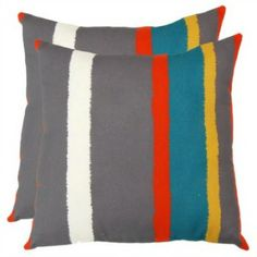 10 Pillows to Pretty Up Your Patio