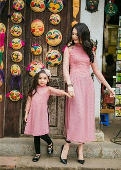 Matching dresses for mother and daughter, Party dresses for mother and daughter Mommy Daughter Dresses, Mother Daughter Dresses Matching, Mother Daughter Fashion, Baby Girl Dresses, Mom Daughter, Baby Dress, Pink Dresses, Party Dresses, Pakistani Dresses