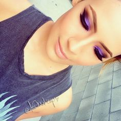 .@desimakeup | This has to be my favorite purple shadow ever! INGLOT #439 on lid. INGLOT #32...