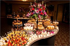 Dreamz Wedding Planner presents some trendy live wedding catering ideas, and we are sure you would love these trendy food stalls for wedding Dessert Bar Wedding, Wedding Reception Food, Wedding Desserts, Wedding Catering, Buffet Wedding, Wedding Venues, Wedding Ideas, Wedding Decorations, Dessert Buffet