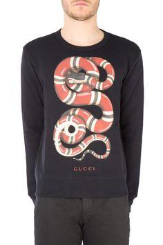 bcdcd95c05c71 GUCCI Felpa realizzata in jersey di cotone felpato arricchita dalla stampa  Serpente Reale nella parte frontale
