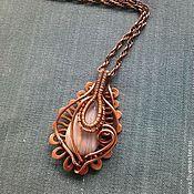 Кулон из меди ручной работы  с флюоритом очень красивой  природной  окраски в технике wire wrap,патинирован,частично отполирован.