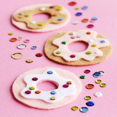 Help the little ones make these DIY Kids' Felt Donuts