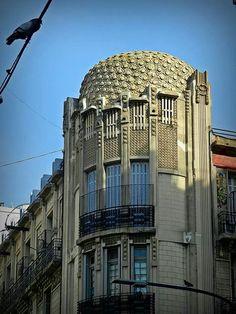 Calle: Paso y Viamonte. Arquitecto: Julián Jaime García Núñez. Año 1913.  Estilo Art Nouveau (corriente Modernismo Catalán ) Barrio de Balvanera.  Ciudad de Buenos Aires.