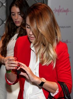 Lauren Conrad . Red blazer, side hair , red nails ♡
