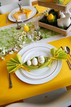 Pâques – Collection 2018.  Surprenez vos enfants avec des figurines adorables sur votre table de Pâques. Plier une serviette en nid est simple. Découvrez comment faire sur notre page bricolage.
