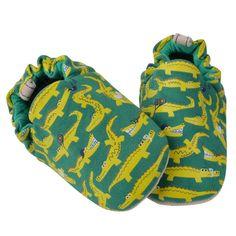 Τα παπουτσάκια Poco Nido είναι η τέλεια λύση για τα πρώτα βήματα του βρέφους.  Είναι ελαφριά και ταυτόχρονα προσφέρουν φυσική προστασία.  Βοηθούν το παιδί να έχει άμεση επαφή με το έδαφος.  Τα παπουτσάκια είναι ζωγραφισμένα στο χέρι από μη τοξικά υλικά.  Έχει suede πάτο ώστ Babies, Sneakers, Shoes, Fashion, Tennis, Moda, Babys, Shoe, Shoes Outlet