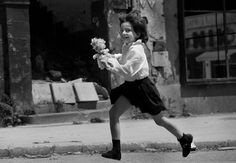 """Little girl running down the """"sniper alley"""" in Sarajevo during the civil war (1992-1995)"""