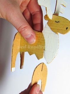 Winter crafts made of cardboard in the preparatory group . New Year's Crafts, Holiday Crafts, Diy And Crafts, Noel Christmas, Winter Christmas, Christmas Ornaments, Cardboard Crafts, Paper Crafts, Diy For Kids