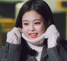Animated gif shared by ஜಌ єℓℓγ ಌஜ. Find images and videos about kpop, gif and blackpink on We Heart It - the app to get lost in what you love. Blackpink Jennie, Kpop Girl Groups, Kpop Girls, Rapper, Blackpink Video, Smile Gif, Famous Girls, K Idol, Soyeon