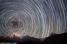 Time Chaser: 写真家のAnton Jankovoyがエベレスト山の麓で撮った写真