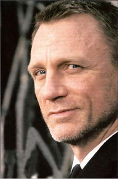 Daniel - Bond, James Bond.