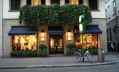 Milano...shopping, cappuccino and brioche