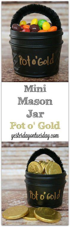 The Leprechauns will love them! Whimsical St. Patrick's Day gift idea: Mini Mason Jar Pot o' Gold #masonjars