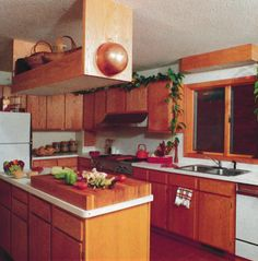 1980s Kitchen. Almost 90s-like 'Modern'...