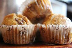 Mini muffin alle olive con pesto di mandorle e timo