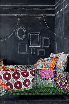 Check Out 27 Awesome Chalkboard Bedroom Ideas You'll Love. An accent wall in bedroom means new wall art regularly – just put some colorful chalk near the wall and voila! Chalkboard Bedroom, Chalkboard Paint, Chalkboard Frames, Blackboard Wall, Chalkboard Wallpaper, Fall Chalkboard, Chalkboard Drawings, Chalkboard Lettering, Chalkboard Ideas