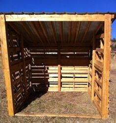 Get some latest modern easy DIY horse shelter ideas, portable shed, temporary shelters, and stalls. You can make custom horse barns yourself from wooden pallets. Lean To Shelter, Goat Shelter, Horse Shelter, Horse Shed, Horse Stalls, Horse Barns, Horses, Horse Barn Plans, Pallet Barn