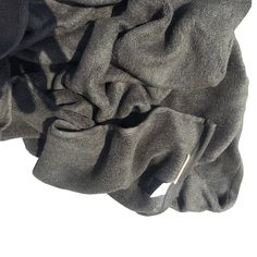 There are plenty of health benefits of bamboo charcoal. Here are some of the ways you can incorporate bamboo charcoal into your home for a healthier you. Natural Bathroom, Linen Shop, Towel Set, Bath Towels, Health Benefits, Charcoal, Bamboo, Elegant, Stylish