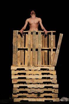 La compañía Les Ballets C de la B presenta The Old King en el Teatro de la Ciudad, obra de Miguel Moreira y Romeu Runa en el festival fmx