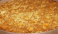 Λαδόπιτα.!!!Η πίτα αυτή είναι ένα παραδοσιακό γλύκισμα της Λευκάδας. Απλό, πολύ οικονομικό και νηστίσιμο, συνοδεύει απόλυτα έναν ελληνικό καφέ στη χόβολη. Macaroni And Cheese, Treats, Ethnic Recipes, Food, Greek, Cakes, Lent, Mac Cheese, Goodies