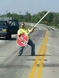 You rock that air guitar stop sign! Laughter Therapy, Boring Day, Funny Clips, Lil Wayne, Travel News, Fun At Work, Music Quotes, Eminem, Music Stuff