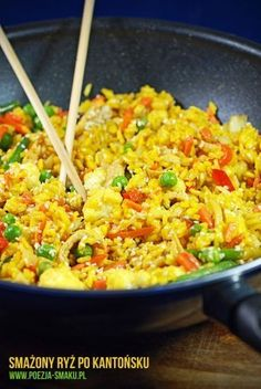 Smażony ryż po kantońsku / Fried rice (recipe in Polish) Veggie Recipes, Asian Recipes, Healthy Dinner Recipes, Vegetarian Recipes, Kitchen Recipes, Cooking Recipes, Big Meals, Slow Food, Food Inspiration