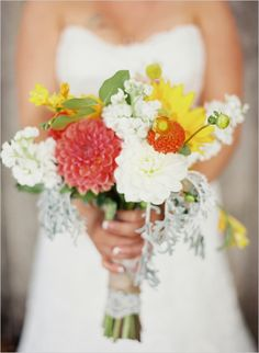 summery wedding bouquet #farmwedding #oregonwedding #summerbouquet http://www.weddingchicks.com/2014/01/13/summertime-country-wedding/
