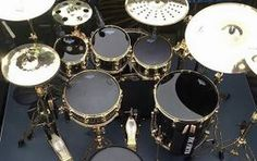 Хотите стать таким же известным барабанщиком, как Фил Коллинз? Вы обратились по адресу! Играть на ударных – непросто. Но с нашими профессионалами у вас все получится. Обучение – это кропотливый труд. В нем вам помогут преподаватели, для которых основной целью является ваш успех.  Научиться играть на барабанах – это ваша мечта? Тогда ждем вас в ЦЕНТРЕ ИСКУССТВ №1 АРТИС!  http://www.artscenter1.com
