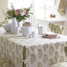 Make a tailored tablecloth: free sewing pattern