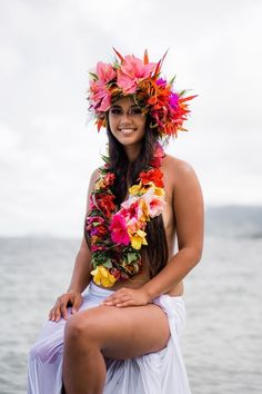 World Ethnic & Cultural Beauties — Victoria Justice - singer/actress. Polynesian Girls, Polynesian Dance, Polynesian Culture, Hawaiian Woman, Hawaiian Girls, Hawaiian Dancers, Hawaiian Flower Crown, Tahitian Costumes, Book 15 Anos