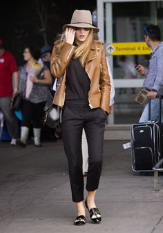 Blake Lively Style Guide: Traveling in Style