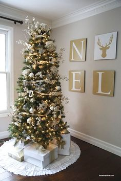 We are loving this rustic gold Christmas tree - so cozy!