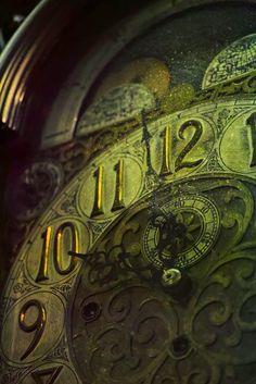 The Absinthe Clock Vert Olive, Olive Green, Slytherin Aesthetic, Old Clocks, Christmas Carol, Elegant Christmas, Victorian Christmas, Green Christmas, Writing Inspiration