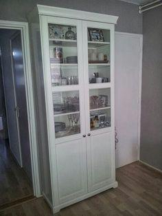 Mooie kast (Liatorp serie van Ikea) Liatorp, Park House, Bathroom Closet, Small Furniture, Kitchen Cupboards, Closet Ideas, Ikea Hacks, Bookcases, Furniture Makeover