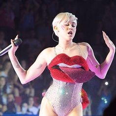 Miley live at the Bangerz Tour 2014 32/147