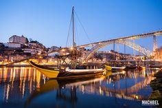 Barcos rabelos bajo el puente, en Oporto by machbel, via Flickr
