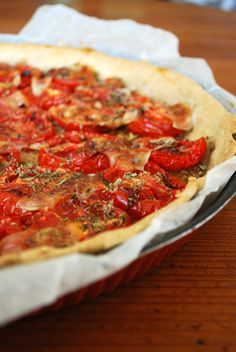 Tarte à la tomate chez cleacuisine No Salt Recipes, Cooking Recipes, Recipe Folder, Cold Lunches, Salty Foods, Savory Tart, Salty Cake, Food Inspiration, Love Food