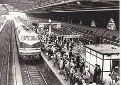 Nicht drängeln: Hochbetrieb im Ostbahnhof der 1960er-Jahre.