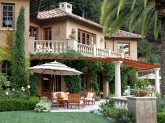 Mediterranean home style - Beautiful backyard