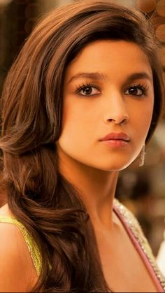 Alia Bhatt is an Indian actress and model who appears in Bollywood films. Born into a family where her parents, Mahesh Bhatt and Soni Razdan, and elder sister Pooja Bhatt were actors and filmmakers, Bollywood Girls, Bollywood Celebrities, Bollywood Stars, Bollywood Fashion, Beautiful Bollywood Actress, Beautiful Indian Actress, Beautiful Celebrities, Beautiful Actresses, Beautiful People