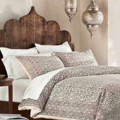 43 Comfortable Moroccan Bedroom Design Ideas For Amazing Home Small Master Bedroom, Home Bedroom, Bedroom Furniture, Magical Bedroom, Bedroom Suites, Master Bedroom Design, Modern Bedroom, Bedroom Wall, Furniture Decor