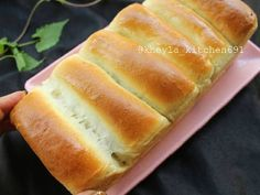 "Resep Eggless Bread (roti tanpa telur) #beraniBaking favorit. Sources mbak yu q ( ribka arini ) Telur mahal sekarang  jd pikir"" mau baking"" ... worry sma isi domfet  Ehh tapi jngn kawatir Mbkyu q punya resep andalan buat sarapan bjonya yg katax kyk pak bule maemx roti tiap hari bayangin klo pke telur bs nangis beliau  Tapi jngn slh ya walaupun eggless ini lembut bgt .. jd cintah rasax jg enak g bau telur .. match di isi apa aja sosis , selai""an .. Suwun yu suda..."